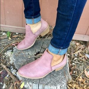 Shoes - 🎀Qupid Distressed Low cut western ankle booties